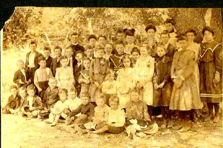 Photo of 1904 class in Cedar Park Texas